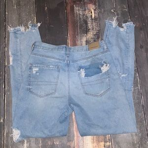 American Eagle distressed Mom Jeans size 2